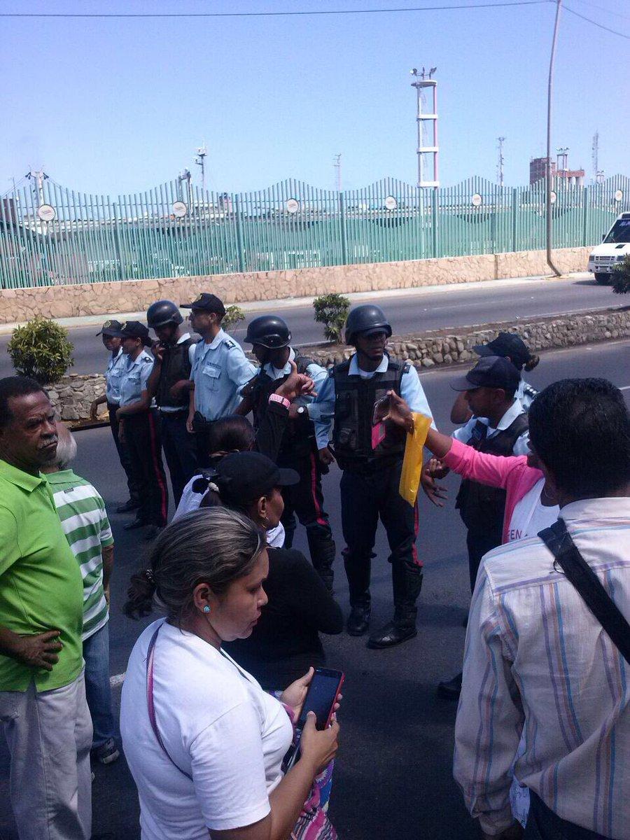 22F Gobierno de Maduro-García Carneiro reprimió marcha de educadores en Vargas. Varios maestros detenidos en el país de los pranes paseantes