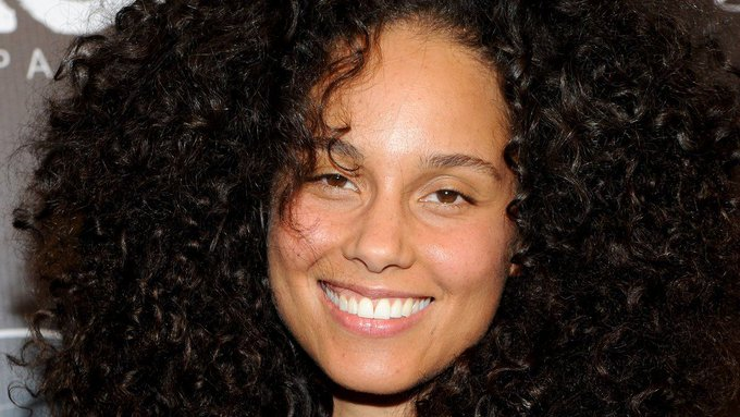 """""""It took me forever,"""" Alicia Keys reveals how she gets her skin to look this good https://t.co/lffjp3VtQY"""