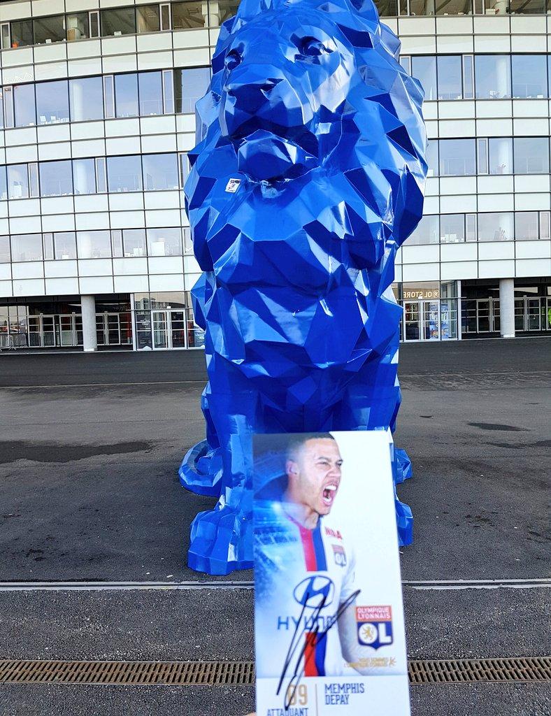 Qui veut la carte dédicacée de @Memphis ??  RT !! Une personne sera tirée au sort jeudi à midi !!  #teamOL 🔴🔵