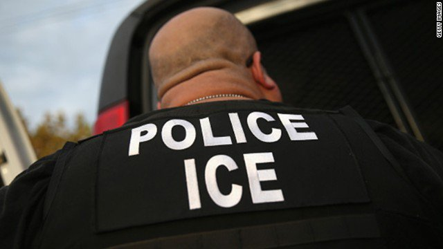 Chicago Public Schools to ICE agents: Stay away unless you have a warrant. https://t.co/L9AvHo4NAy
