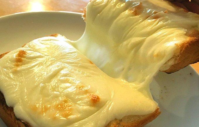 チーズ好きの皆様、お待たせしました!濃厚な風味がたまらない人気のチーズ5選 ⇒https://t.co/bfkZWES5UE もっちりしたかたまりのチーズもいいけど、とろけてトロッとしたチーズも美味しいですよね!