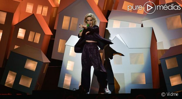 Brit Awards 2017 : Katy Perry se paie Donald Trump et Theresa May sur 'Chained to the Rhyth… https://t.co/3b0BZAK7uq