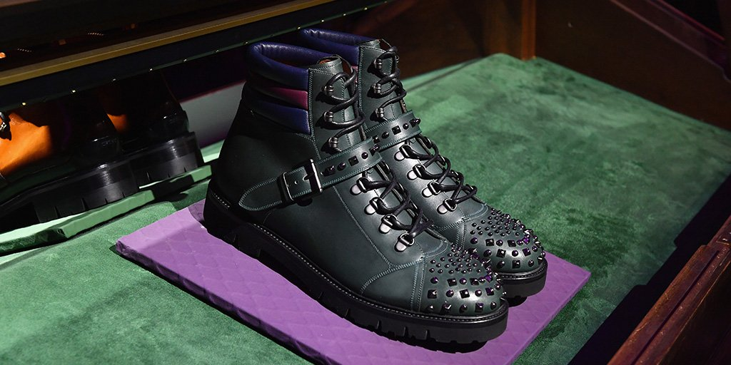 Introducing the new Champion in men's hiking boots with studded detail. #BallyAW17 #MFW https://t.co/k8RYVTJpBJ