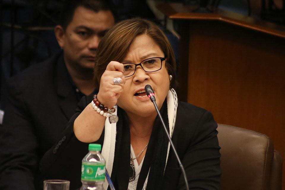 De Lima to spend night with family, will wait for arrest at Senate on Friday https://t.co/oOqBEyaXI6