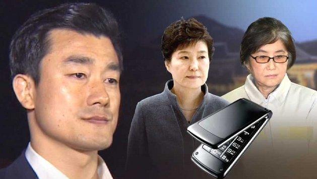 [JTBC 뉴스룸] #단독 박 대통령과 최 씨의 차명폰, 이영선 행정관의 군대 후임이 운영하는 휴대전화 대리점에서 개설한 거로 나타나. 미리 여러 개 만들었다가 일정 기간이 지나면 한꺼번에 없앤 것으로 의심돼.https://t.co/gZYqW1WNpP