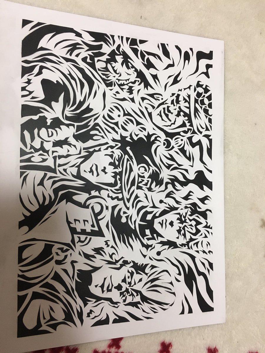 私の学校の美術の時間はこんなのやってるのよ〜💕ジョジョの切り絵(`・ω・´)キリッ めちゃんこ大変だったけど楽しかった!