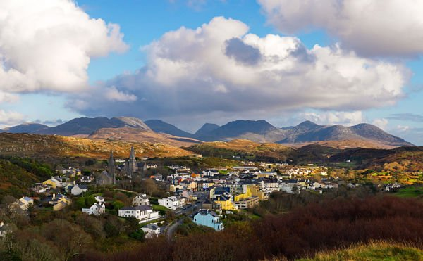 "Come visit Clifden, ""the Capital of Connemara"" for a relaxing evening after a day exploring beautiful Connemara! #LoveIreland #LoveConnemara https://t.co/HP5jLN7PNs"