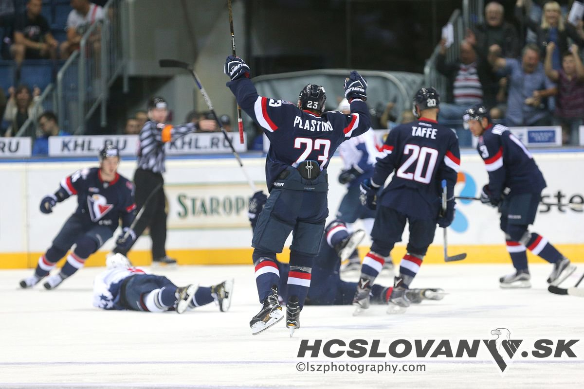Vote for your best moment of @khl 16/17 season. #VerniSlovanu HERE: https://t.co/QKYq5hnKL9 https://t.co/uWZAgLEfRY