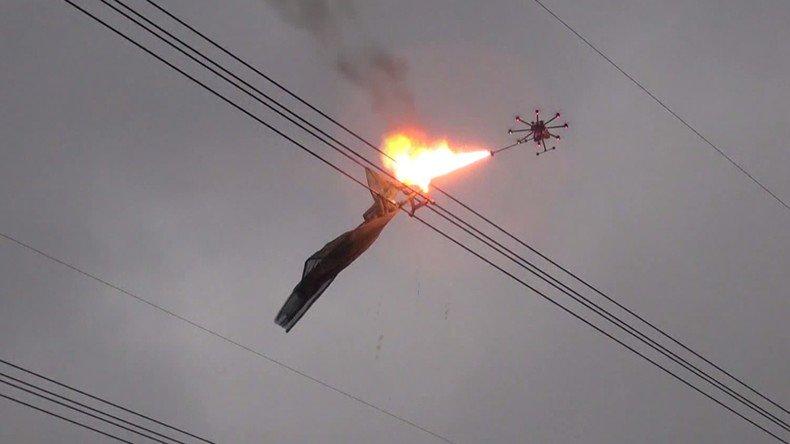 Ce drone cracheur de feu est la nouvelle terreur des ordures aériennes en #Chine https://t.co/a1GkqLeeYx