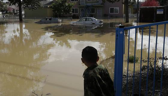 RT @NBCNews: California is on track to have its wettest year on record https://t.co/llX2mcK5sq https://t.co/ujMsiBmNzi