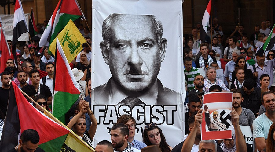 #Netanyahu depicted as Hitler by Sydney protesters during historic #Australia trip (PHOTOS)