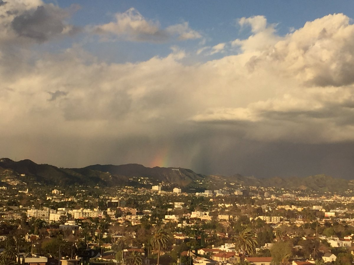 View from my #FlavorUnit office. Rainbow over the HOLLYWOOD sign!! https://t.co/mTIt2QPnY0