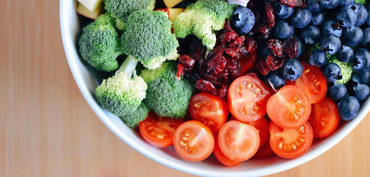 Il faudrait manger non pas 5 #fruits et #légumes par jour mais 10 (ça commence à faire beaucoup) https://t.co/BQM443quOB