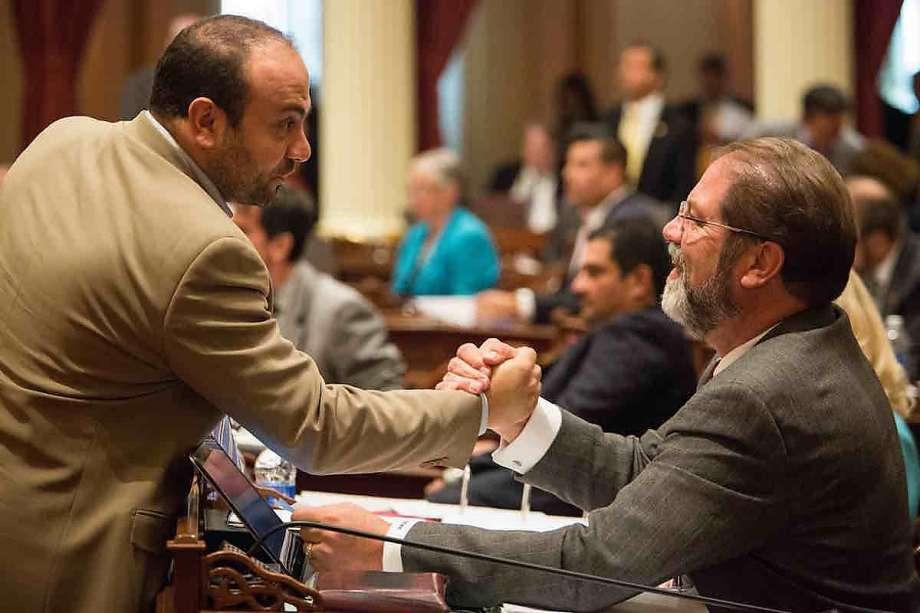 California GOP dilemma: Do we embrace #Trump or not? via @joegarofoli https://t.co/pA9qX4EbwV