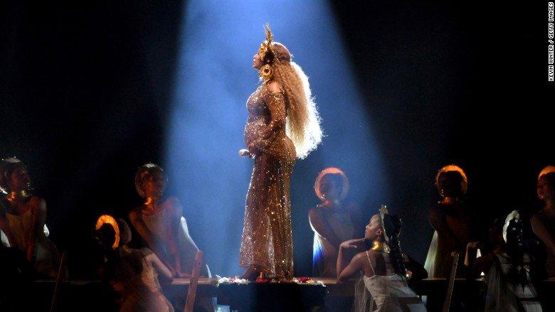 Beyoncé bows out of Coachella due to pregnancy https://t.co/r5Y8ssVzjB