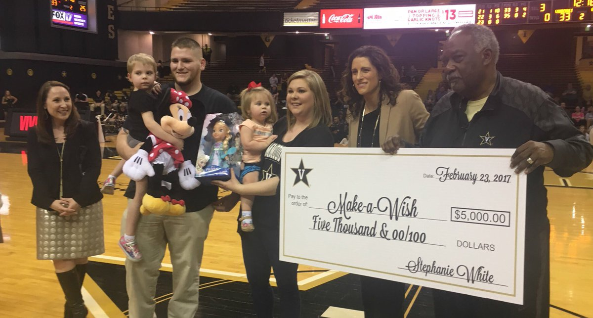.@StephanieWhite and @PapaJohns are thrilled to send Karly and her family to Disney World! @MakeAWishMidTN https://t.co/j96Ivba2TM