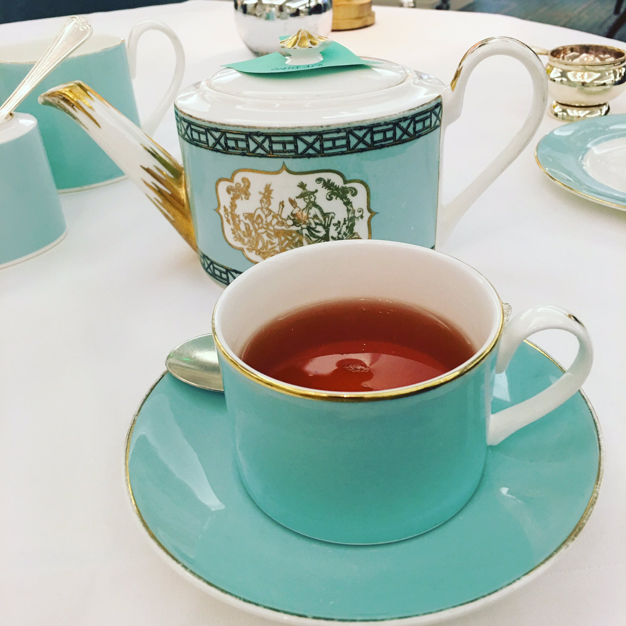 Quintessentially British, afternoon tea at @Fortnums such a wonderful treat 💙 https://t.co/epSWyVnQXC