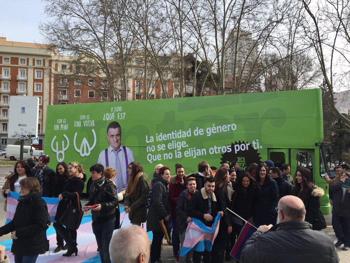 """Nuestro autobús tiene mucho éxito. """"¡Hazte oír, háztelo mirar!"""" #elintermedio #hazmereír"""