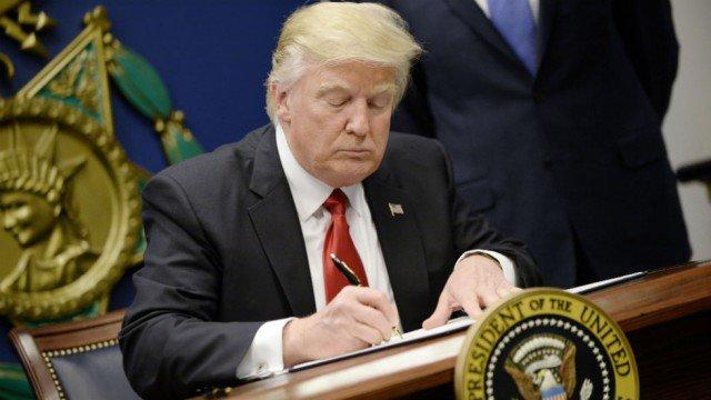 Muslim White House staffer quits, slamming Trump's travel ban https://t.co/djNMxvBxDh