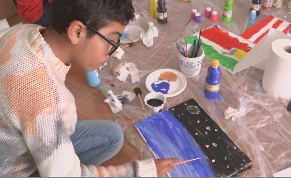 Art program helps Syrian and Iraqi refugee children recover from war: https://t.co/8IKuH8dM0i