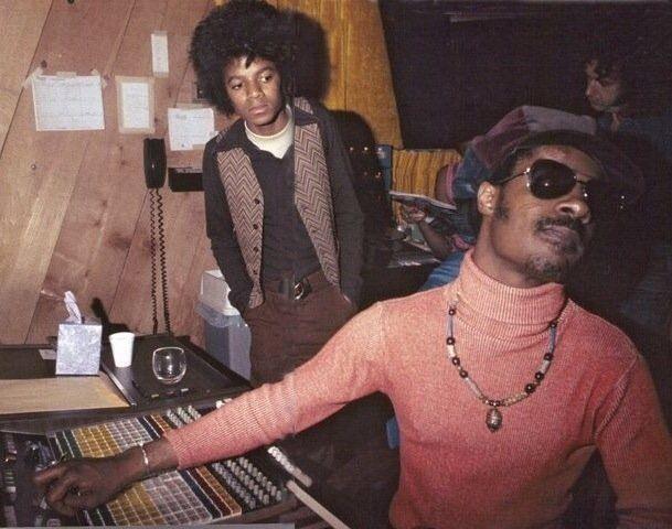 RT @CoolPastPics: Michael Jackson with Stevie Wonder in the recording studio, 1970. https://t.co/Av7rOMnxGP