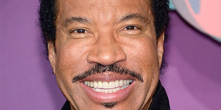 Lionel Richie postpones tour with Mariah Carey due to recovery from knee procedure