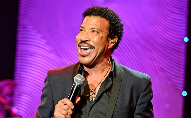 Lionel Richie postpones tour with Mariah Carey due to knee procedure: