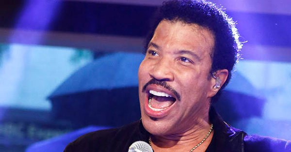 Lionel Richie won't be dancing on the ceiling with Mariah Carey until his knee can recover: