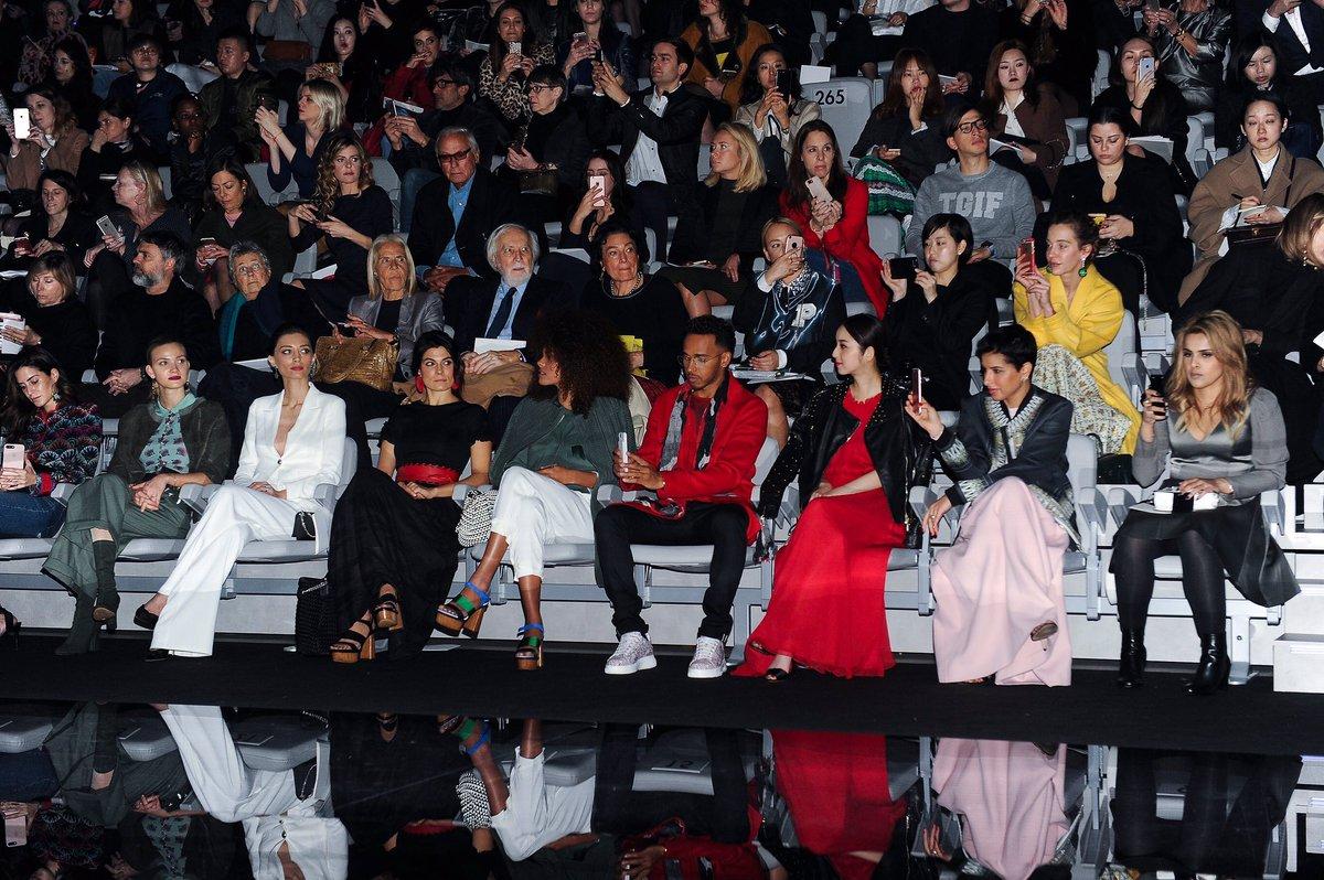 エンポリオ アルマーニ2017年秋冬レディース・ファッションショー。フロントローを飾る豪華なゲストたち。#17FW #MFW #EmporioArmani https://t.co/n9O4y6kNwN