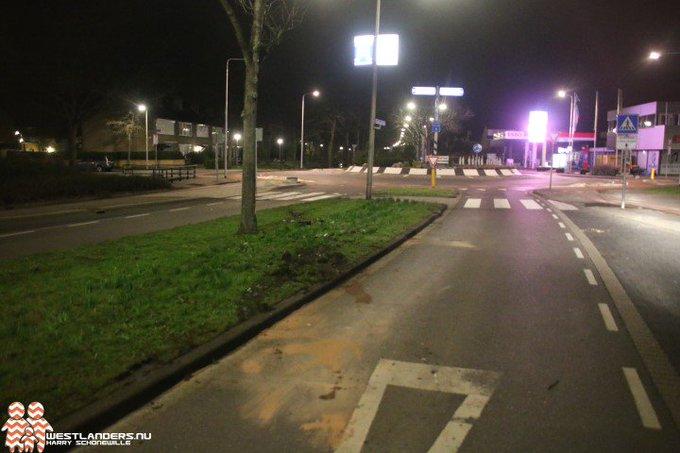 Automobilist crasht op Koningin Julianaweg https://t.co/bWte6SfSMH https://t.co/gHWpT03Vez