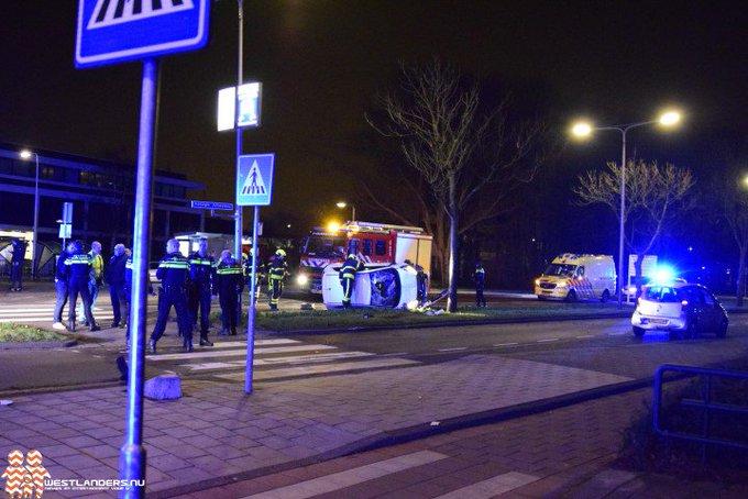 Automobilist crasht op Koningin Julianaweg (update) https://t.co/bWte6SfSMH https://t.co/4yLK3ZkFtT