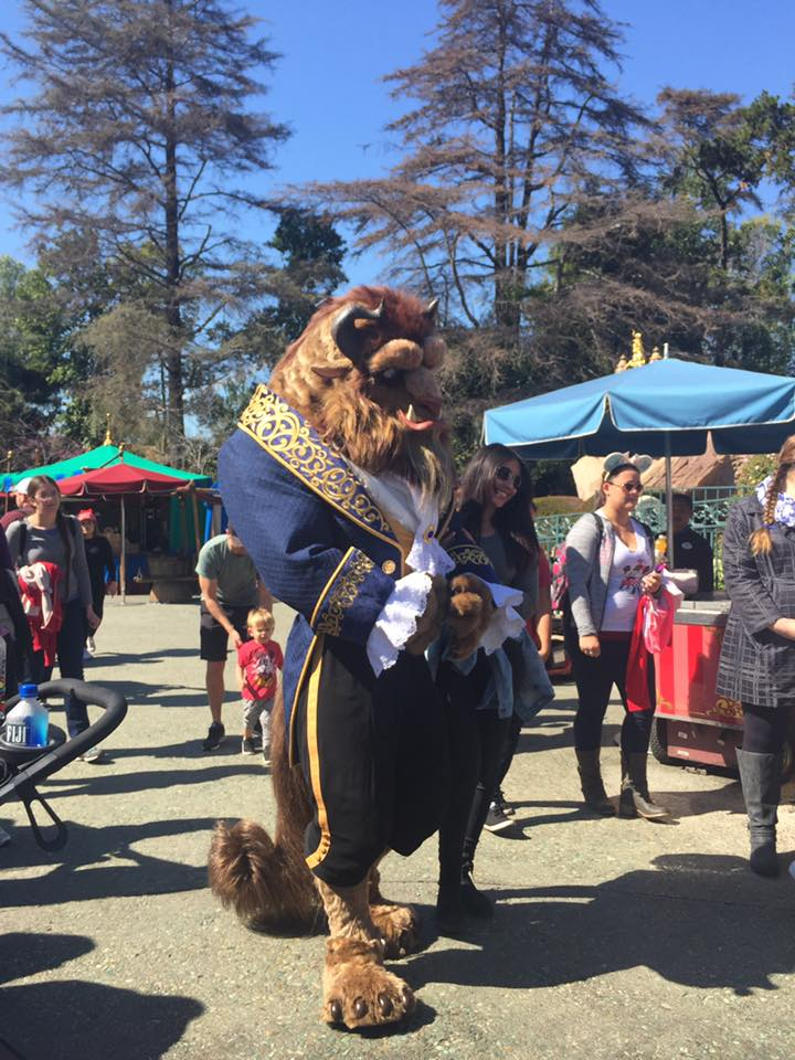"""The new """"Beast"""" walking around in Fantasyland of Disneyland California (thx Steve for the photo) https://t.co/9wPlMk39v5"""