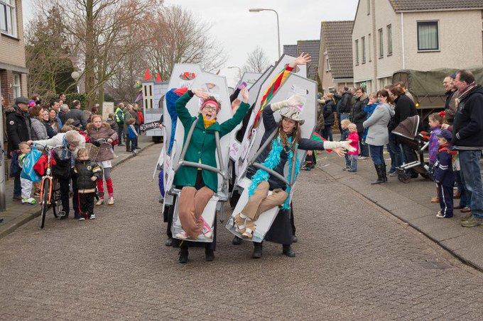 Drie carnavalsoptochten in de regio zometeen van start https://t.co/D1rtHjnHqk … https://t.co/60p23gd4UG