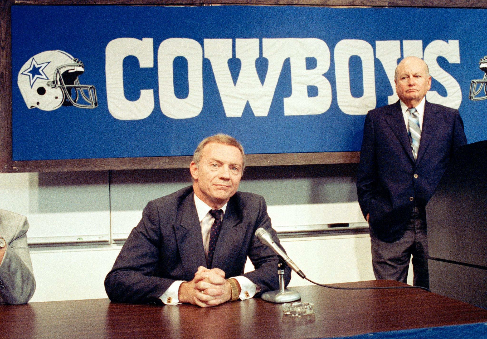 On this date in 1989, Jerry Jones took control of the Cowboys for an NFL franchise record $140 million. https://t.co/84VcZJI6Zi
