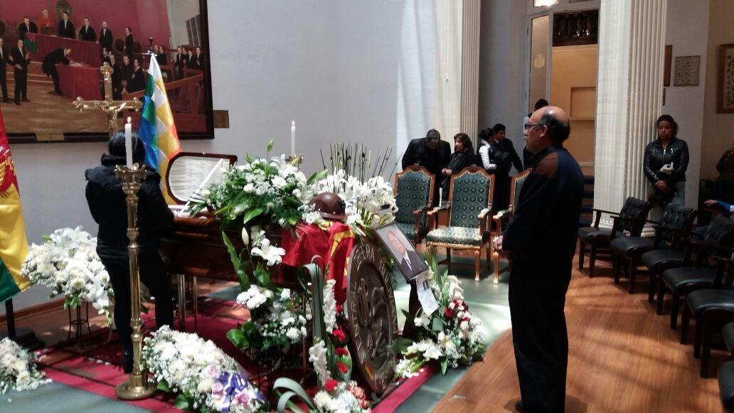 Ahora en la paz inicia el cotejo thestrongest vs for Cementerio jardin la paz bolivia