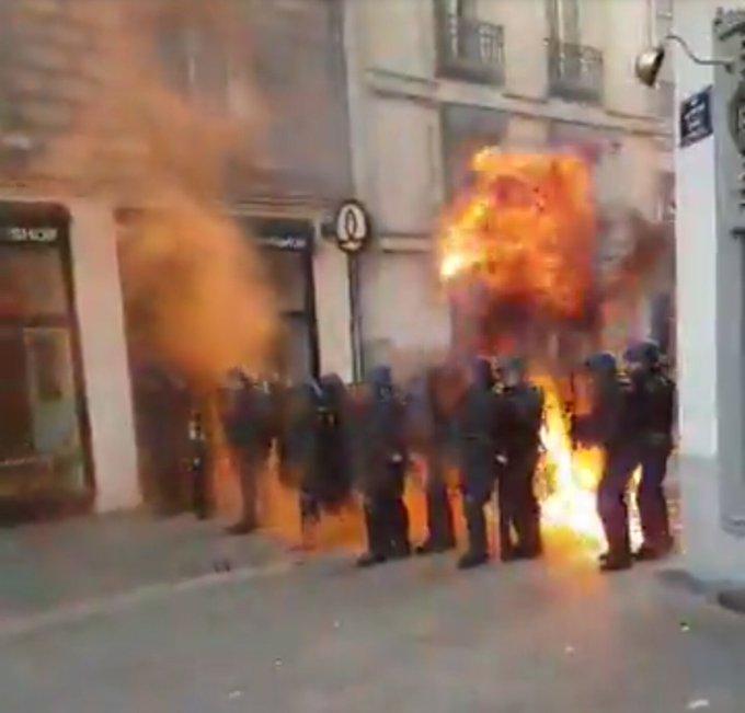 🇫🇷 #Nantes Bilan de 11 policiers et gendarmes blessés dont 1 brûlé au 2nd degré. 8 interpellations dont 4 placés en garde à vue. (Intérieur)