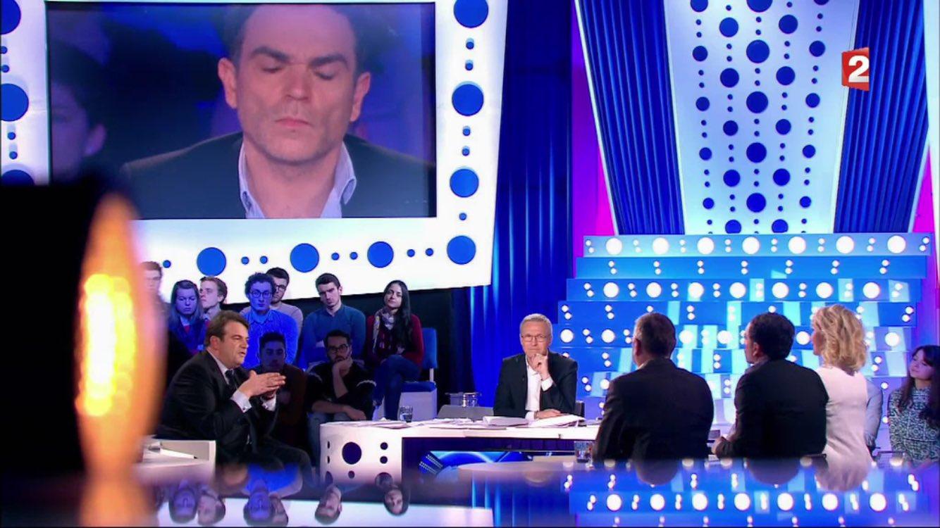 '@fhollande parle d'exemplarité et paie son coiffeur 10000€/mois...' @solere92 #ONPC #FillonPresident #Fillon2017 https://t.co/zrRA3zQhf4
