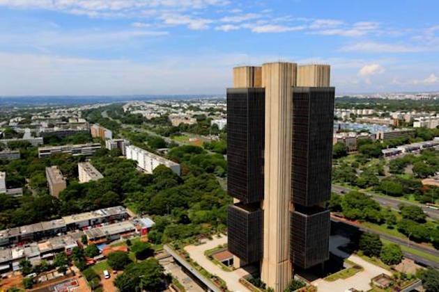 El real brasileño vuelve a precios de 2015 después del recorte... https://t.co/mj3bysyMdk https://t.co/llv00V4czS