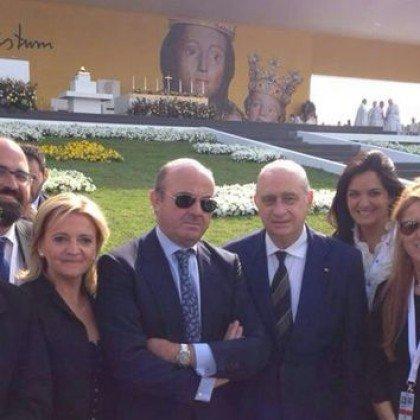 RT @meneame_net: Los 74 rostros más influyentes del Opus Dei https://t.co/JZ3jWbHi8u https://t.co/h9dZHrT2Pv