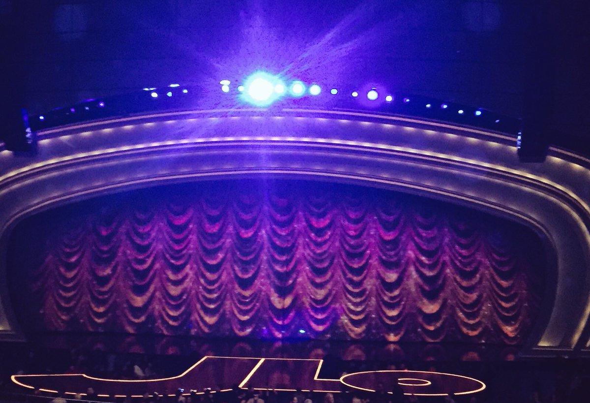 Ultimate Showgirl Rocked Las Vegas Tonight ✨⭐️????????✨???????? #JLO https://t.co/PR2u6QHK1C