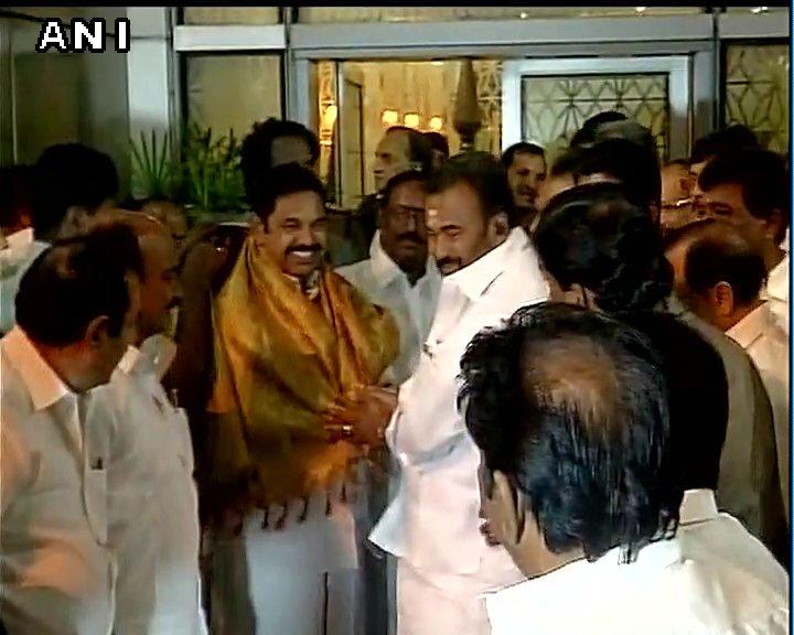 Tamil Nadu chief minister Edappadi K #Palaniswami arrives in Delhi, will meet PM Narendra Modi tomorrow.