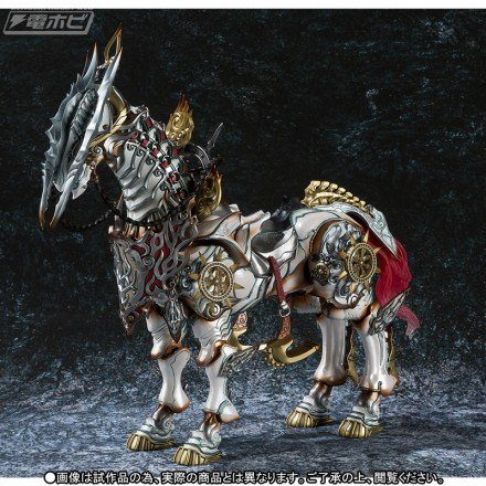 【今週の話題】『牙狼<GARO> ~MAKAISENKI~』白夜騎士・打無が駆る魔導馬「疾風(ハヤテ)」が魔戒可動から立