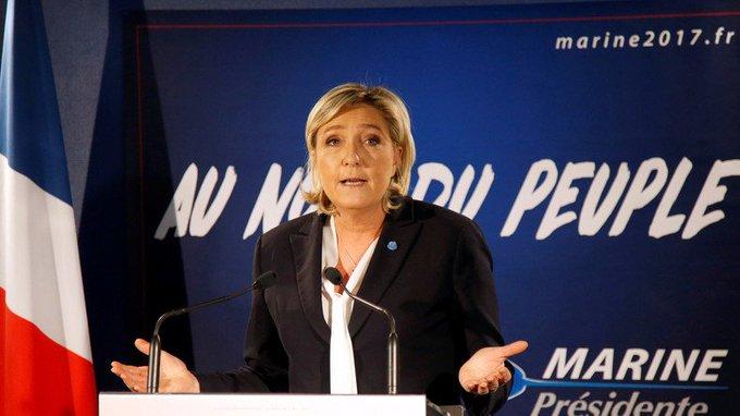 «Les Français n'en peuvent plus de l'immigration massive, légale et illégale» lance #MarineLePen à #Nantes. Le public : «On est chez nous !»