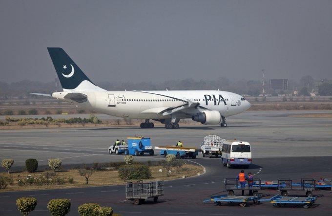 7 passagers de trop à bord ? Une compagnie pakistanaise les fait voler debout dans l'allée centrale https://t.co/sbCzxYYvVe