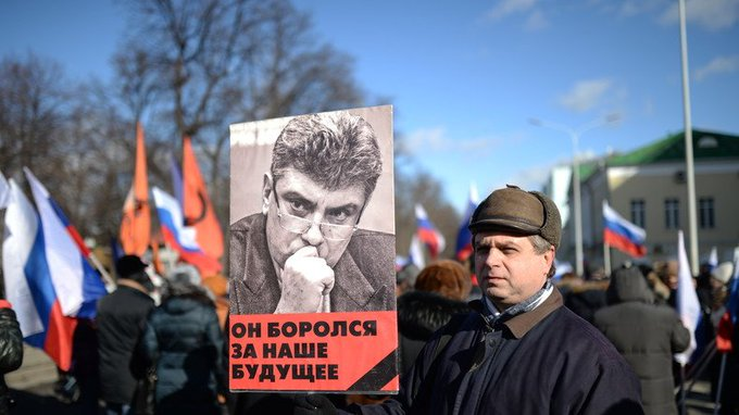 Marche à Moscou en commémoration du 2e anniversaire du meurtre de l'opposant Boris Nemtsov (VIDEO) https://t.co/wMlpmC9NWx