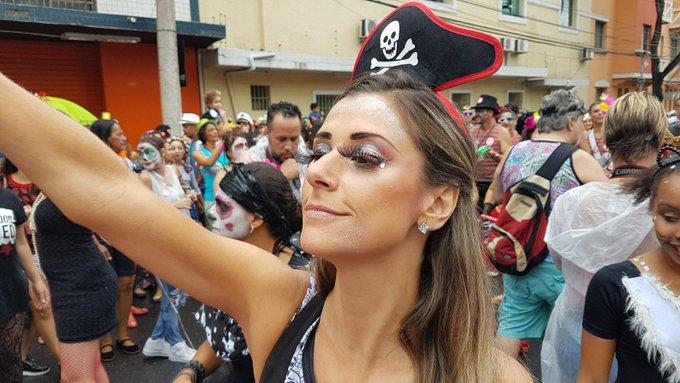 Blocos comandam a folia no domingo de carnaval em Belo Horizonte; FOTOS https://t.co/YLWwYPO564 #Carnaval2017 #Globeleza #G1