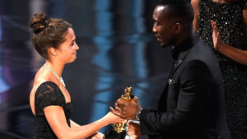 Best supporting actor winner Mahershala Ali becomes first Muslim to win at #Oscars
