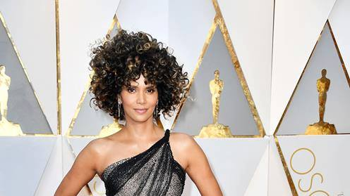 Hey #HalleBerry, #HarpoMarx wants his wig back @Oscars2017_Live https://t.co/64jBX9Iq6Y