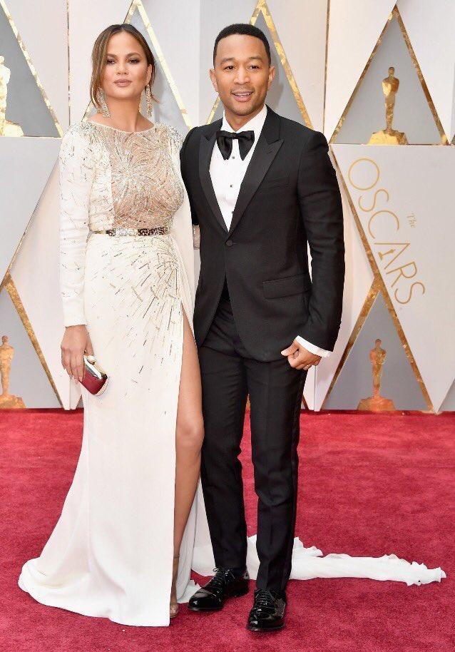 @johnlegend and @chrissyteigen are relationship goals #Oscars