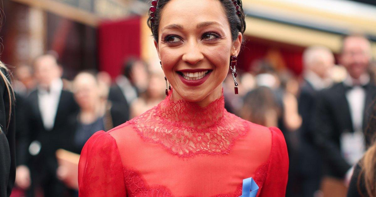Why Ruth Negga, Lin-Manuel Miranda and Karlie Kloss are wearing blue ribbons at the Oscars